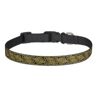 Oro y modelo de nudos espiral céltico del negro collar de perro