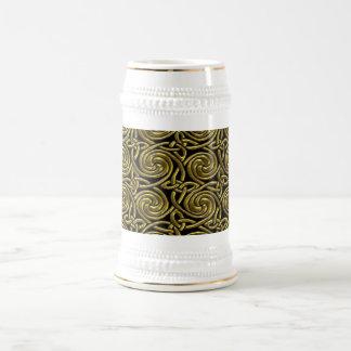 Oro y modelo de nudos espiral céltico del negro jarra de cerveza