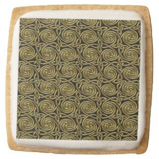 Oro y modelo de nudos espiral céltico del negro