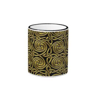Oro y modelo de nudos espiral céltico del negro taza a dos colores