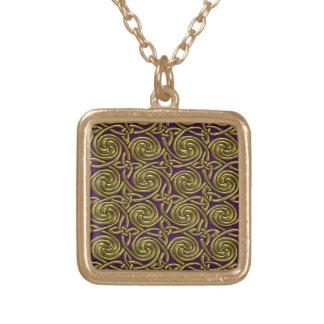 Oro y modelo de nudos espiral céltico púrpura colgante cuadrado
