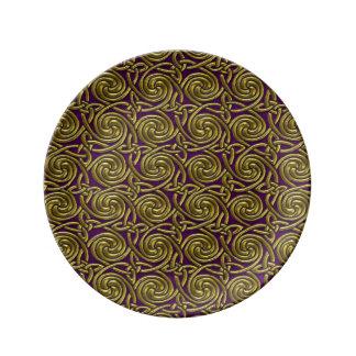 Oro y modelo de nudos espiral céltico púrpura platos de cerámica