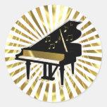Oro y notas negras de la música del piano de cola etiqueta