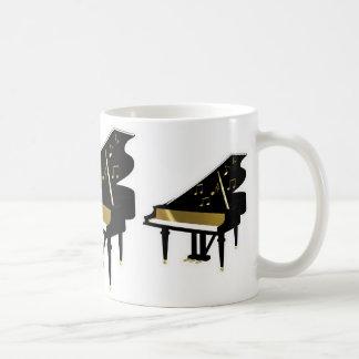 Oro y notas negras de la música del piano de cola taza básica blanca