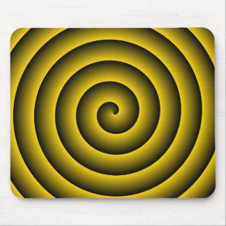 Oro y persona hipnotizada del negro tapete de raton