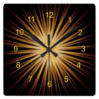 Oro y reloj de pared negro del diseño del