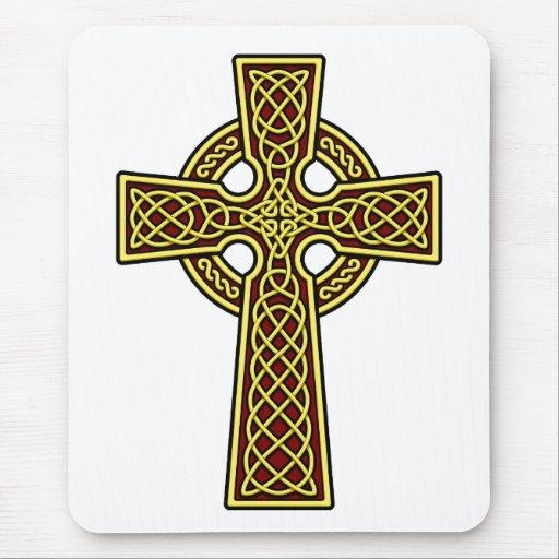 Oro y rojo de la cruz céltica alfombrilla de ratones