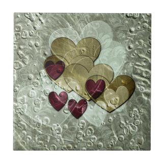 Oro y rubí de los regalos el | del corazón azulejo cuadrado pequeño