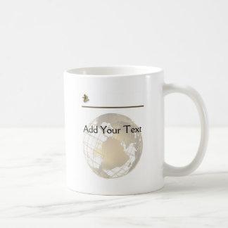 Oro y sextante antiguos en el oro y el blanco tazas de café