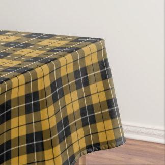 Oro y tela escocesa deportiva del negro mantel