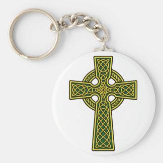 Oro y verde de la cruz céltica llavero redondo tipo pin