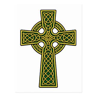 Oro y verde de la cruz céltica tarjeta postal