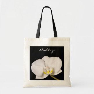 Orquídea blanca en negro