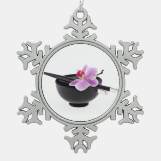 Orquídea del zen adorno de peltre en forma de copo de nieve