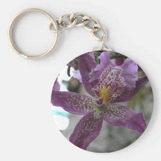 Orquídea púrpura llavero redondo tipo pin