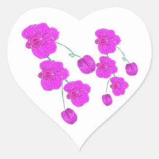 Orquídea púrpura pegatina en forma de corazón