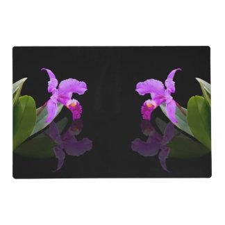 Orquídea reflejada en floral negro tapete individual