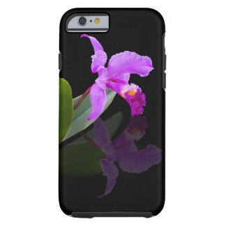 Orquídea reflejada en la caja negra del iPhone 6 Funda De iPhone 6 Tough