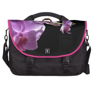 Orquídea rosada del © P Wherrell en fondo negro Bolsa Para Ordenador