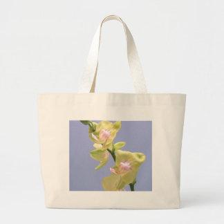 Orquídeas amarillas y rosadas en la lavanda bolsa tela grande