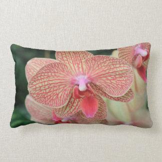 Orquídeas anaranjadas almohada