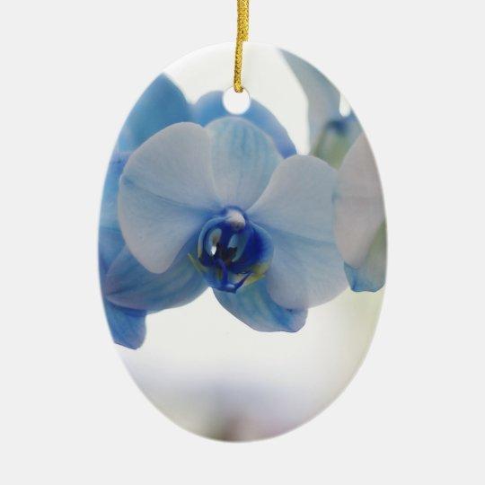 Orquídeas azules adorno navideño ovalado de cerámica