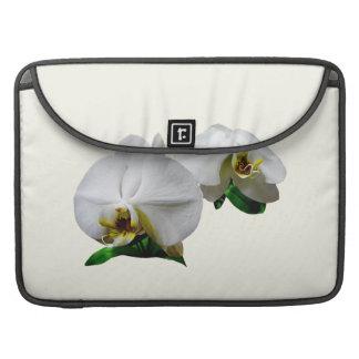 Orquídeas blancas delicadas fundas para macbooks