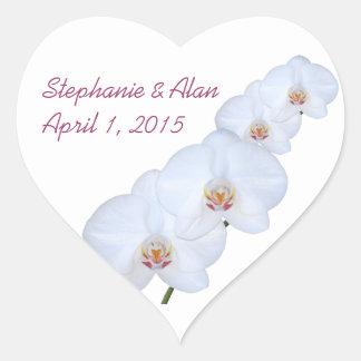 Orquídeas blancas que casan a los pegatinas pegatina en forma de corazón