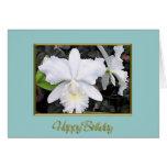 Orquídeas blancas quebradizas en un cumpleaños som felicitación