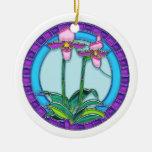 Orquídeas de señora deslizador en vitral circular ornaments para arbol de navidad
