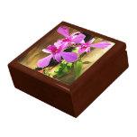 Orquídeas en caja de la baratija de la baldosa cer cajas de recuerdo