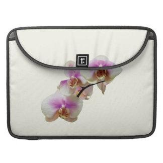 Orquídeas magentas y blancas pálidas funda para macbook pro