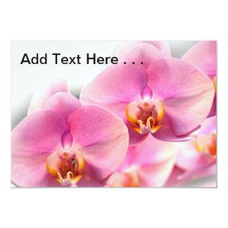 """Orquídeas rosadas hermosas en un fondo suave invitación 5"""" x 7"""""""