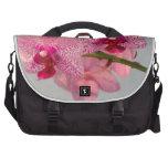 Orquídeas rosadas radiantees bolsas de portatil