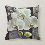 Orquídeas y dril de algodón blancos almohada