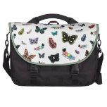 Orugas y mariposas lindas del dibujo animado bolsas de portátil