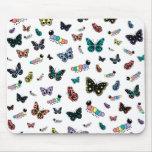Orugas y mariposas lindas del dibujo animado tapete de raton