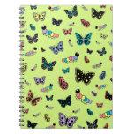 Orugas y mariposas lindas (fondo verde) cuaderno