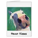 Óscar besa la tarjeta de felicitación