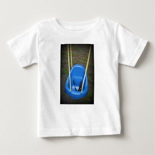 Oscilación del bebé en el swingset, azul con las playeras
