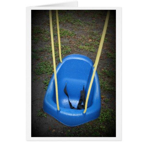 Oscilación del bebé en el swingset, azul con las tarjeta pequeña
