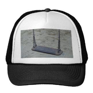 Oscilación en el patio, juego de la playa de la gorra
