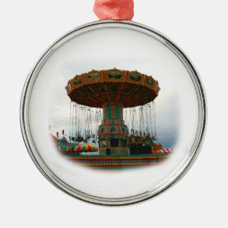 Oscilaciones de los parques de atracciones parados ornamentos de reyes