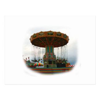 Oscilaciones de los parques de atracciones parados tarjeta postal