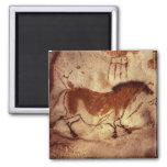 Oscile la pintura de un caballo, c.17000 A.C. Imán De Frigorifico