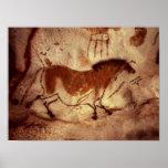 Oscile la pintura de un caballo, c.17000 A.C. Poster