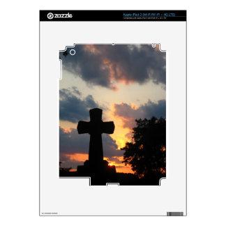 Oscurezca la cruz en la puesta del sol iPad 3 pegatinas skins