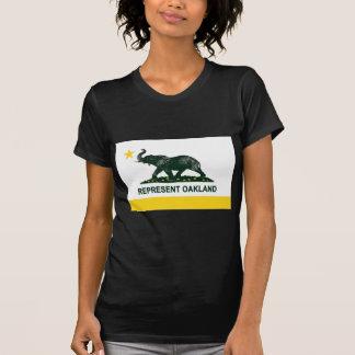 Oscuridad de la bandera de Oakland atletismo Camisetas