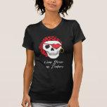 Oscuridad de la camiseta del pirata de la tarjeta