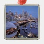 Oscuridad en el puerto de Bell en Seattle, Washing Ornamento De Navidad
